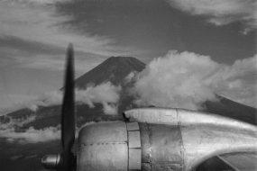 「機上より(九州へ向かう途中富士山を望む)」1955年9月25日
